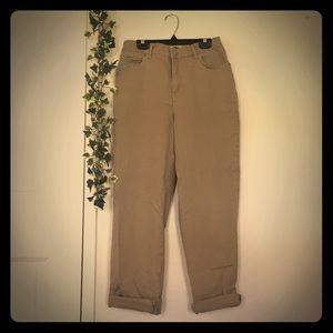 Khaki pants mom fit